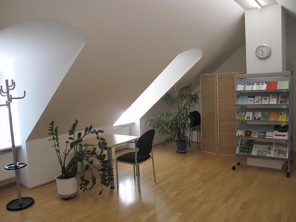 Faszinierend Spiegel Für Dachschräge Dekoration Von Abgebildet Ist Der Wartebereich Der Psychosozialen Beratungsstelle
